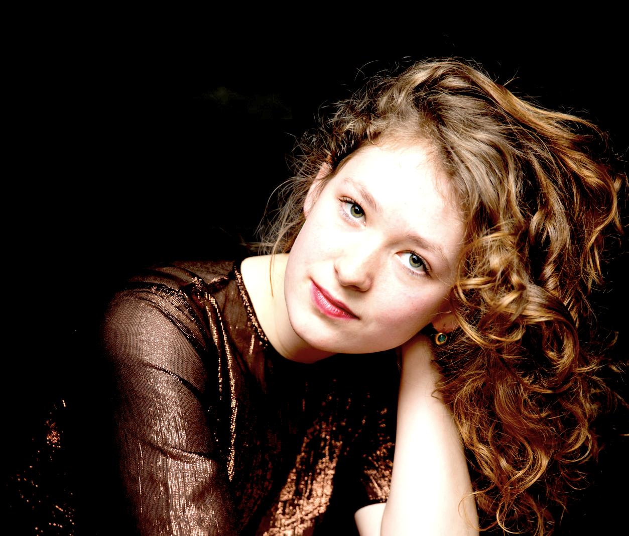 AnnaminA Schneider
